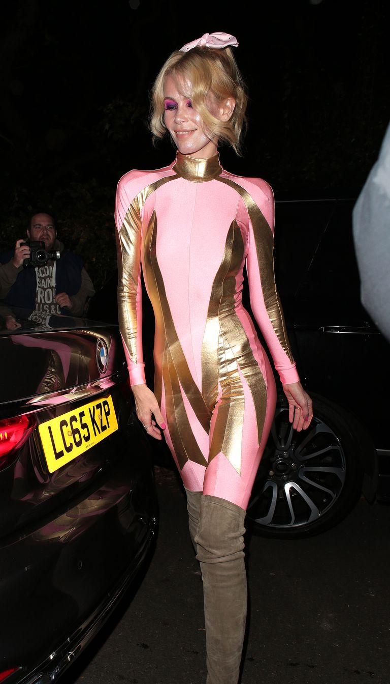 Claudia Schiffer Power Rangernek öltözött