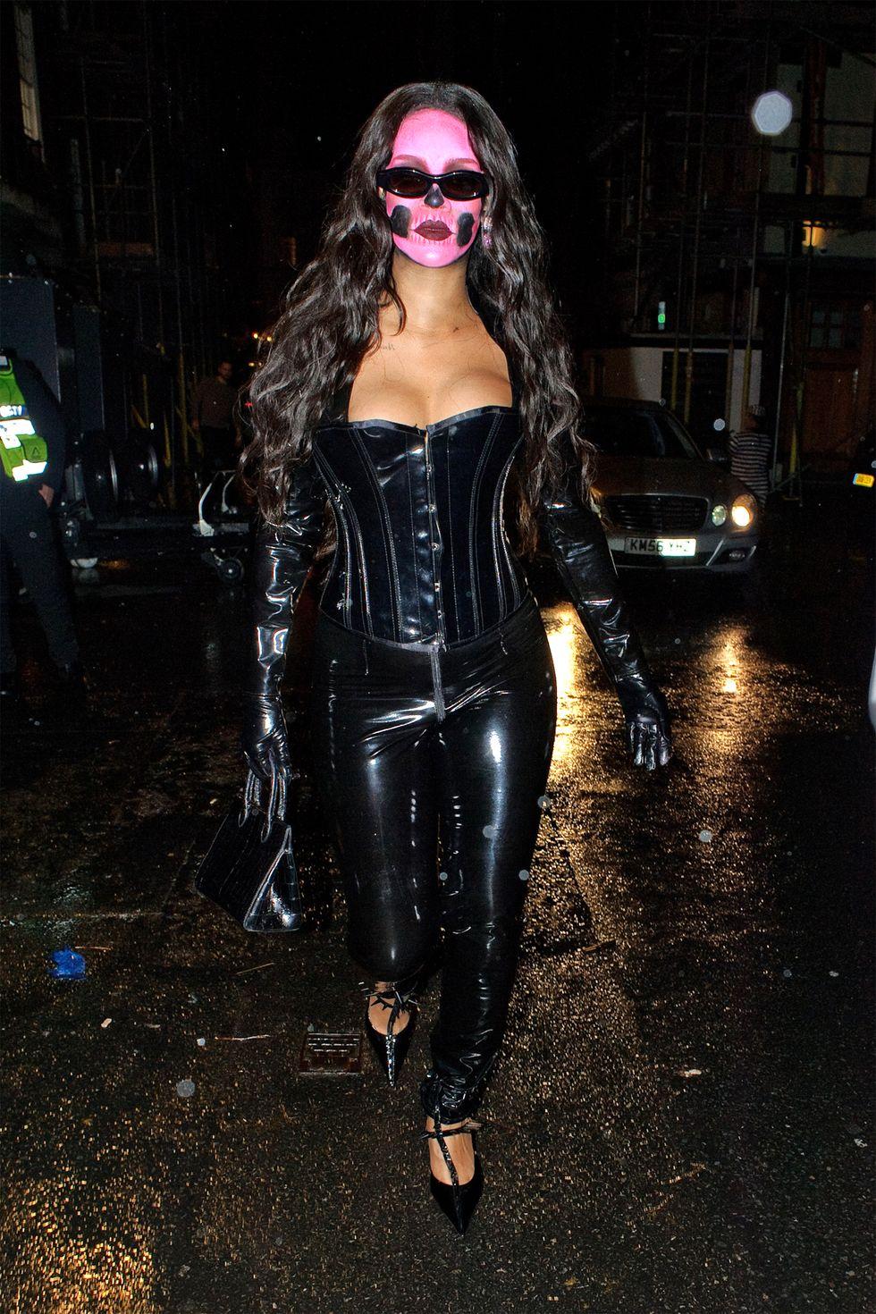Ez pedig szintén Rihanna csontvázasítva
