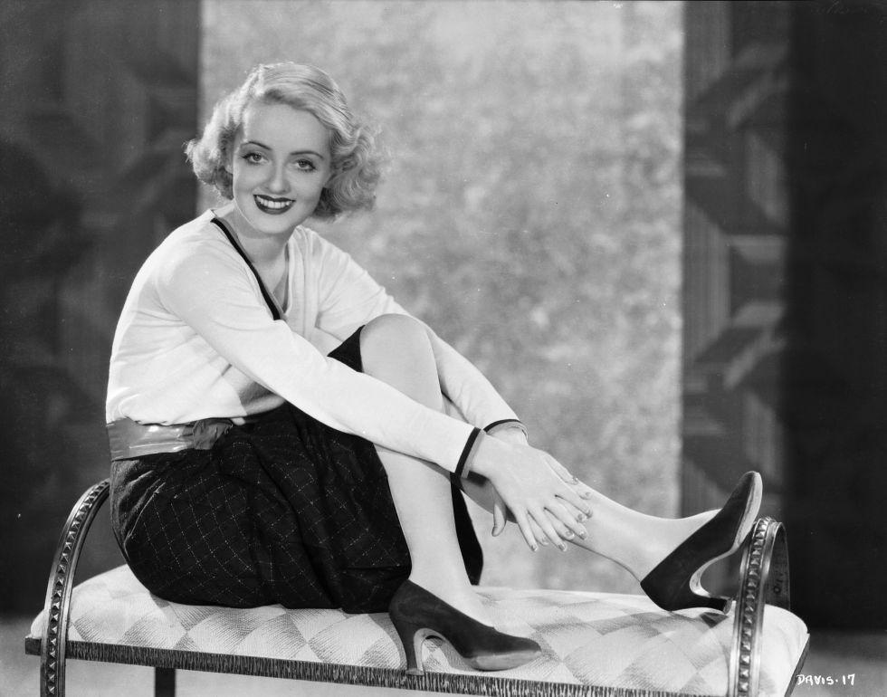 Bette Davis színésznő egy klasszikus fekete pumps-ban, 1933ban