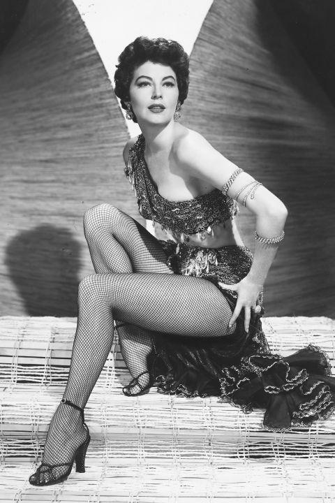 Ava Gardner neccharisnyával toldotta meg a táncos, péntos szandálját