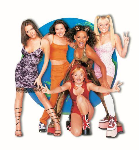 A Spice Girls holdjárói - csak Posh Spice lógott ki a sorból