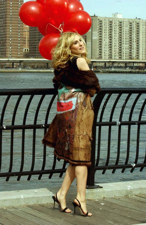 Carrie, a mindig sikkes, egy fekete szandálkában, amit biztos ma is sokan elfogadnátok!