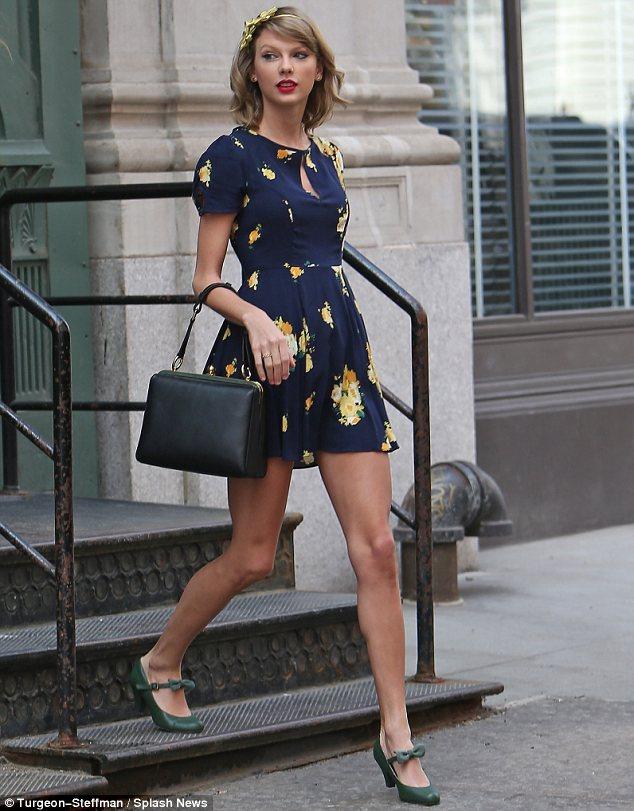 Taylor Swift imádja a retro divatot. A bizonyíték, hogy azt hordjuk, amihez kedvünk van!