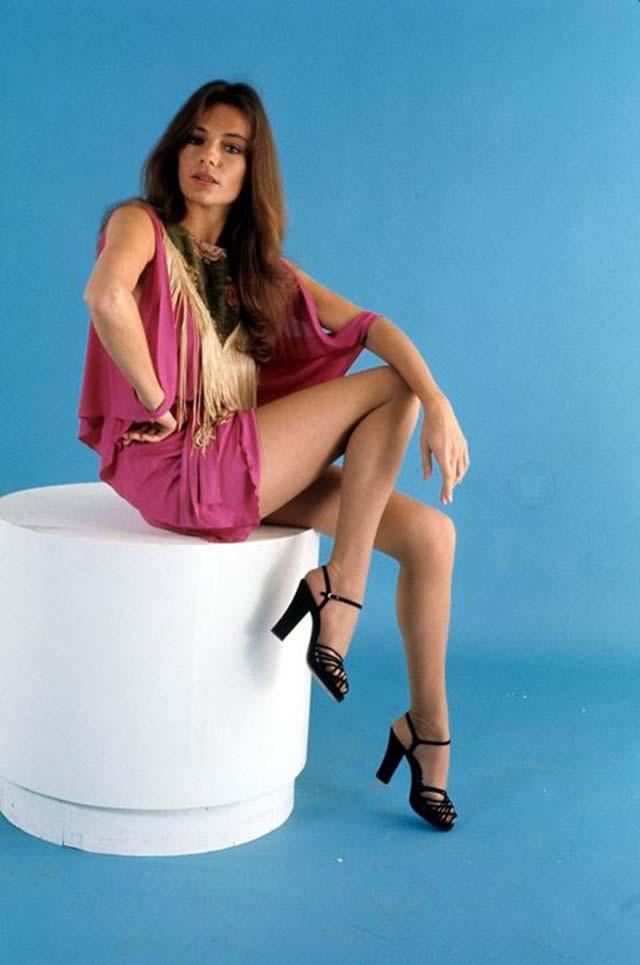 Jacqueline Bisset már 1972-ben tudta, hogy a platform talpú szandál divat lesz!