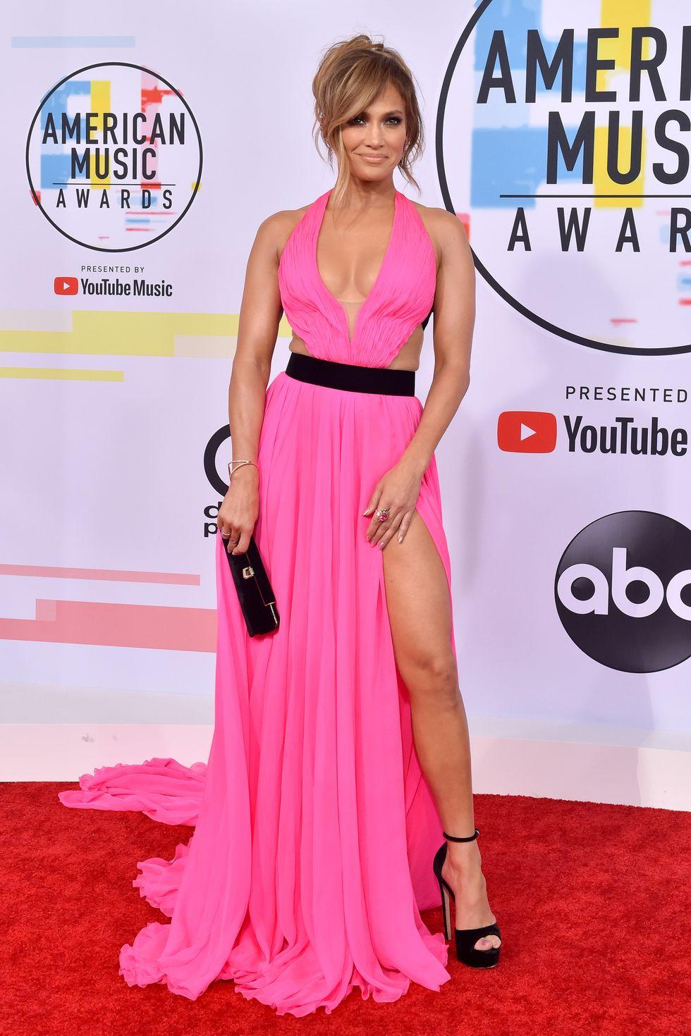 Imádnivaló pink ruha a 2018-as AMA eseményen