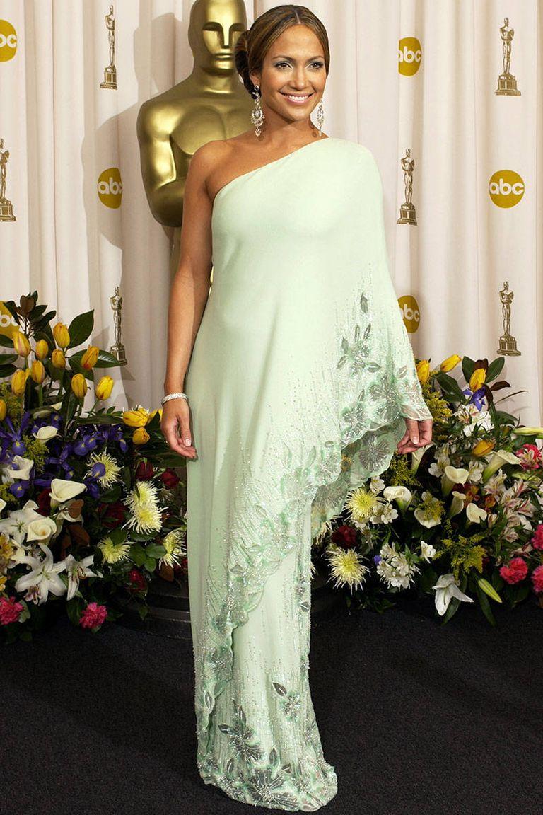 Meglepő menta - félvállas Valentino estélyi a 2003-as Oscaron