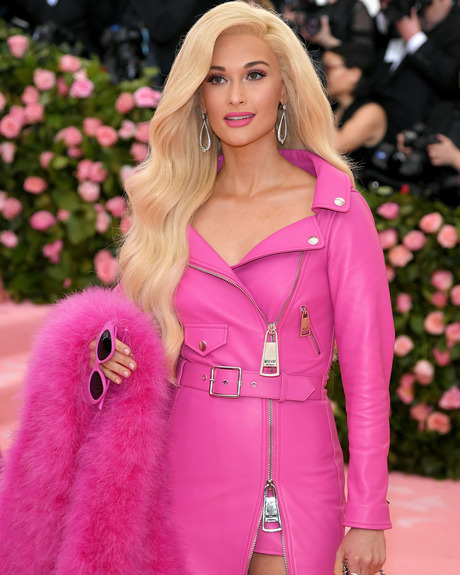 Kacey Musgraves és a Barbie sikk - Moschino