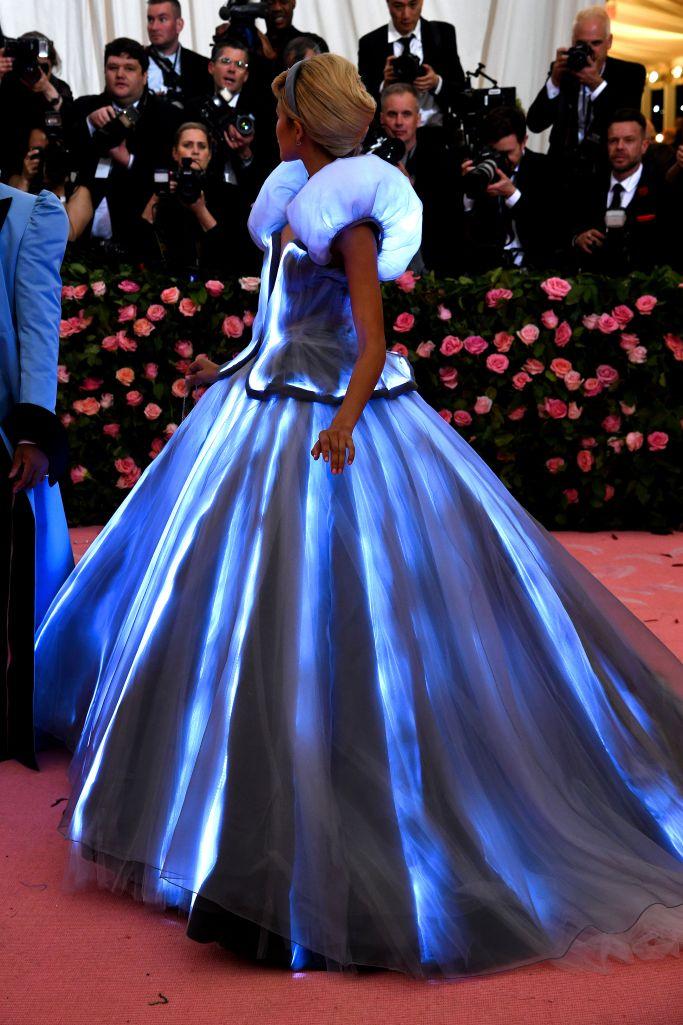 Zendaya ruhája Hamupipőkét idézte és világított a sötétben