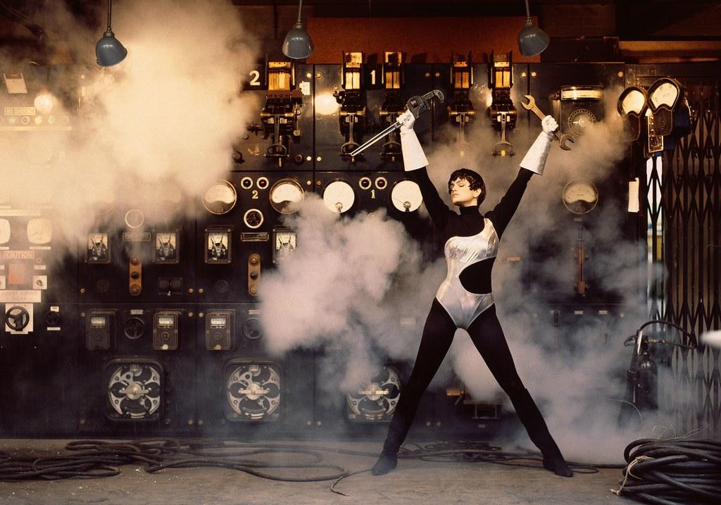 Cindy Crawford egy Azzedine Alaïa szettben 1989-ben - Fotó: Peter Lindbergh