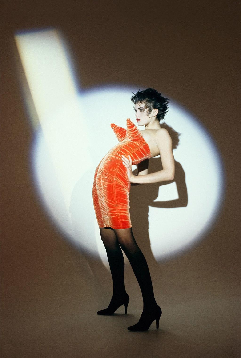 Egy Madonnát idéző modell 1984-ben, Jean Paul Gaultier ruhában - Fotó: Peter Lindbergh