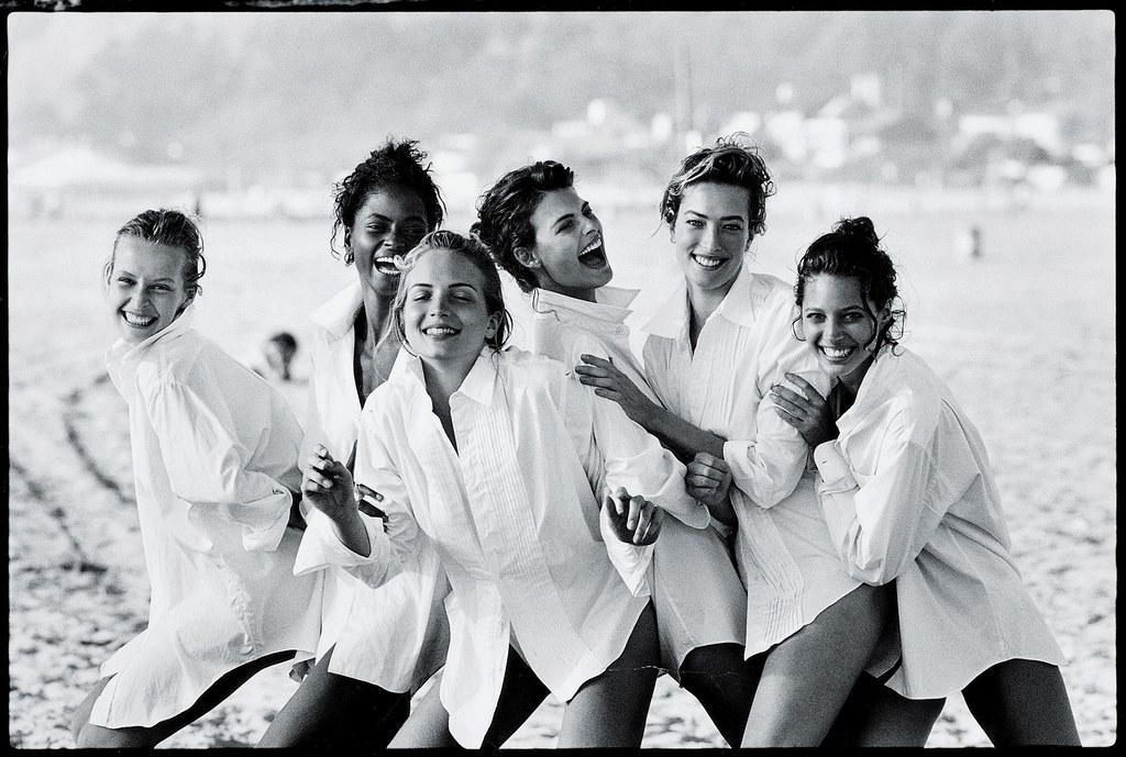 Modellek a strandon - Fotó: Peter Lindbergh for VOGUE