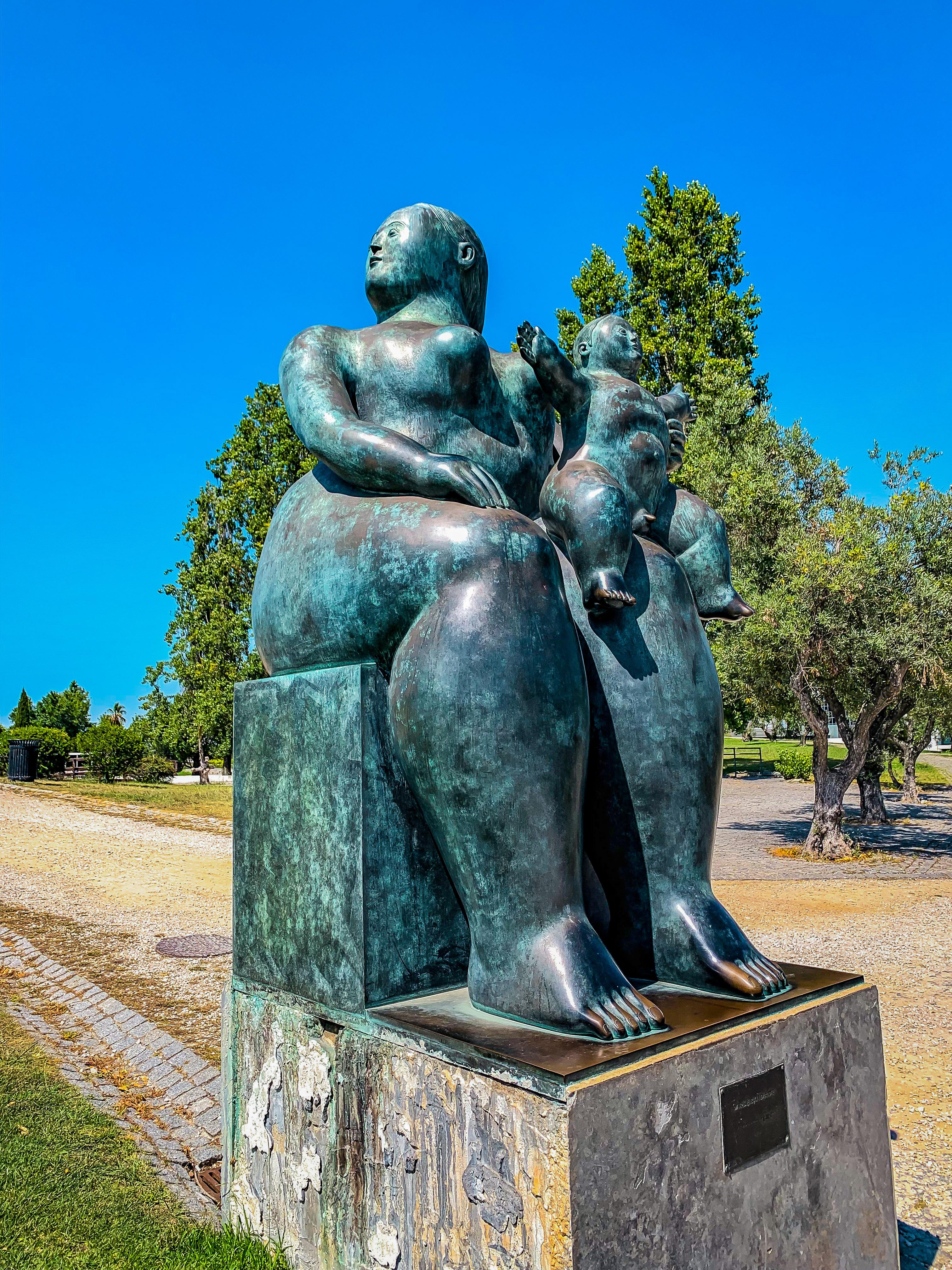 Egy csodás Botero szoborra is bukkanhatunk váratlanul