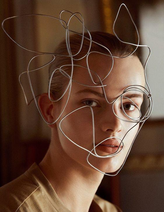 Sophia Roetz modell a Vogue Spain 2019 februári számában