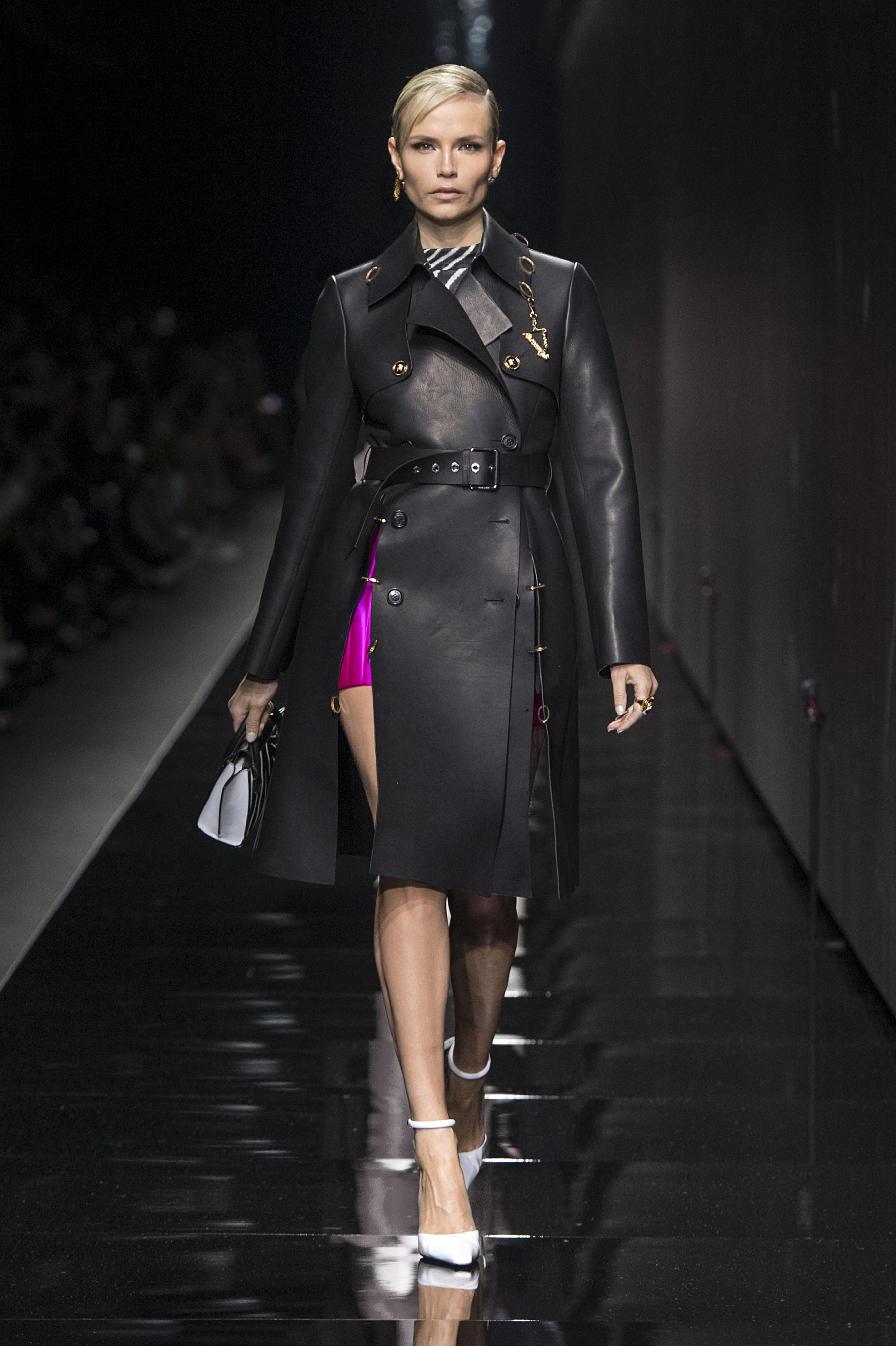 A Donatella Versace vezette VERSACE idén is villantott, és idén először együtt mutatta be a férfi és női kollekciót.