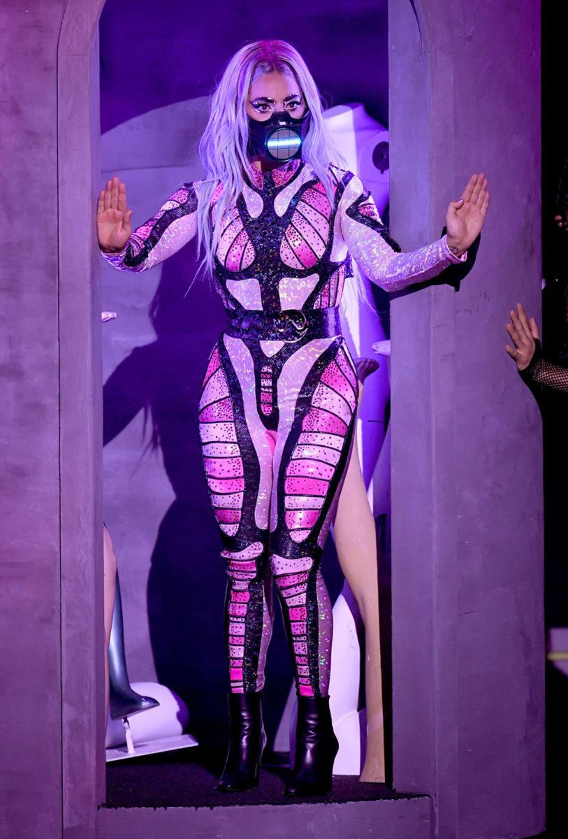 És még egy őrületes Lady Gaga szett, mert ilyen jók voltatok és végignéztétek a galériát - Kevin Winter - MTV VMAs 2020 -Getty Images for MTV