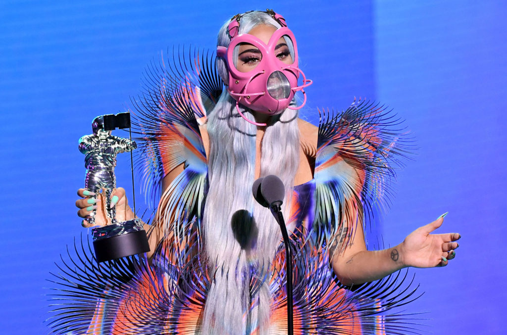 Plusz elnyerte a Best Collaboration díját is Ariana Grandéval a Rain on Me c. dalért - Kevin Winter/Getty Images for MTV