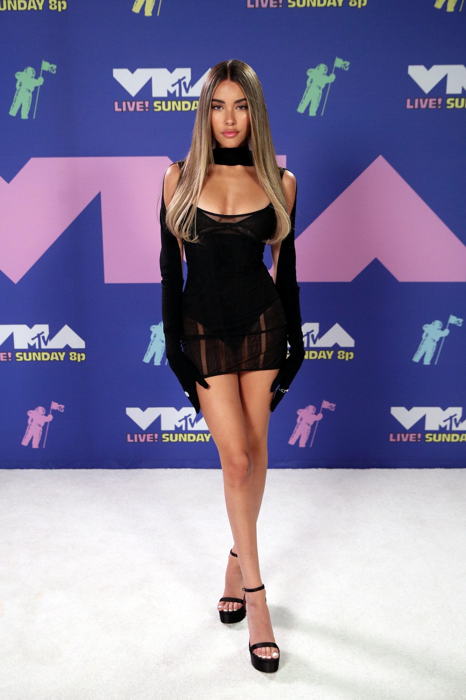 Madison Beer énekesnő, aki Justin Bieber tweetjének köszönhetően lett ismert, Mugler ruhába bújt - Getty Images for MTV