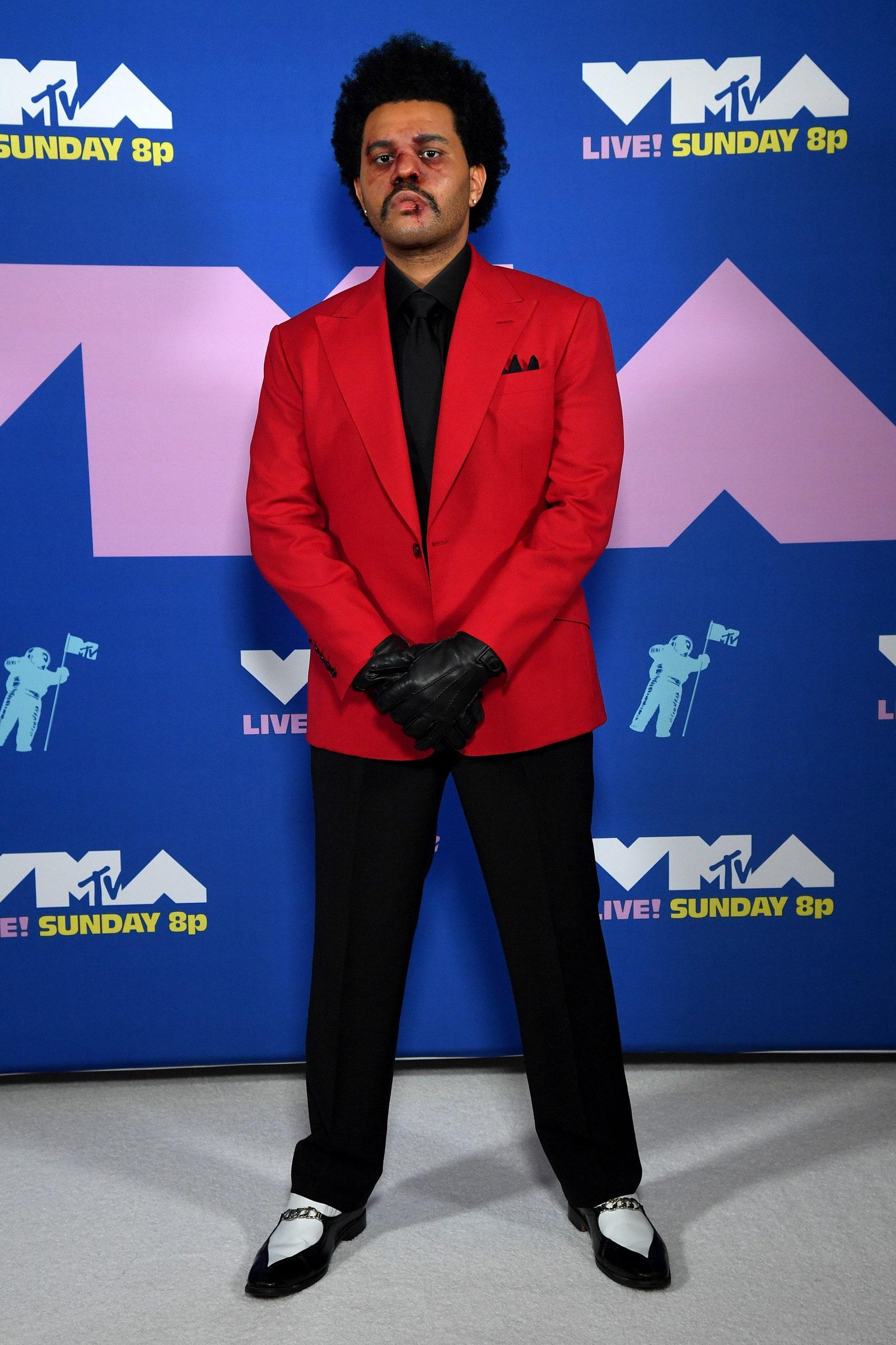 The Weeknd harci sérülésekkel fotózkodott - Getty Images for MTV