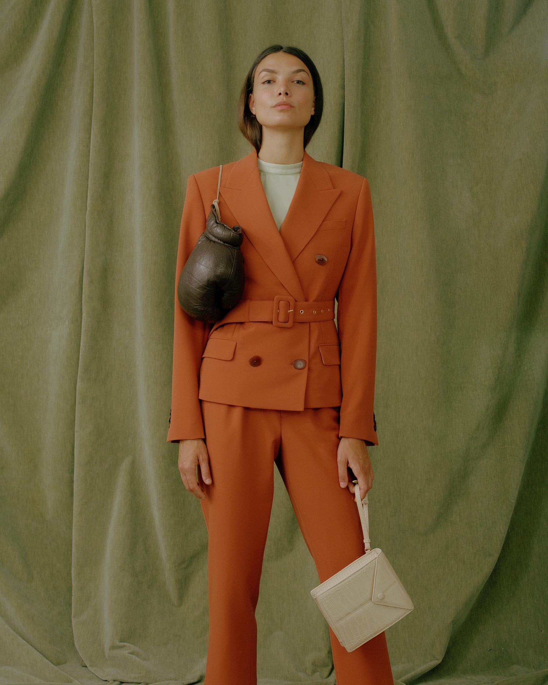 A kollekció darabjai a legfinomabb szaténból, 70-es évek inspirálta szövetből,<br />organikus és twill pamutból állnak