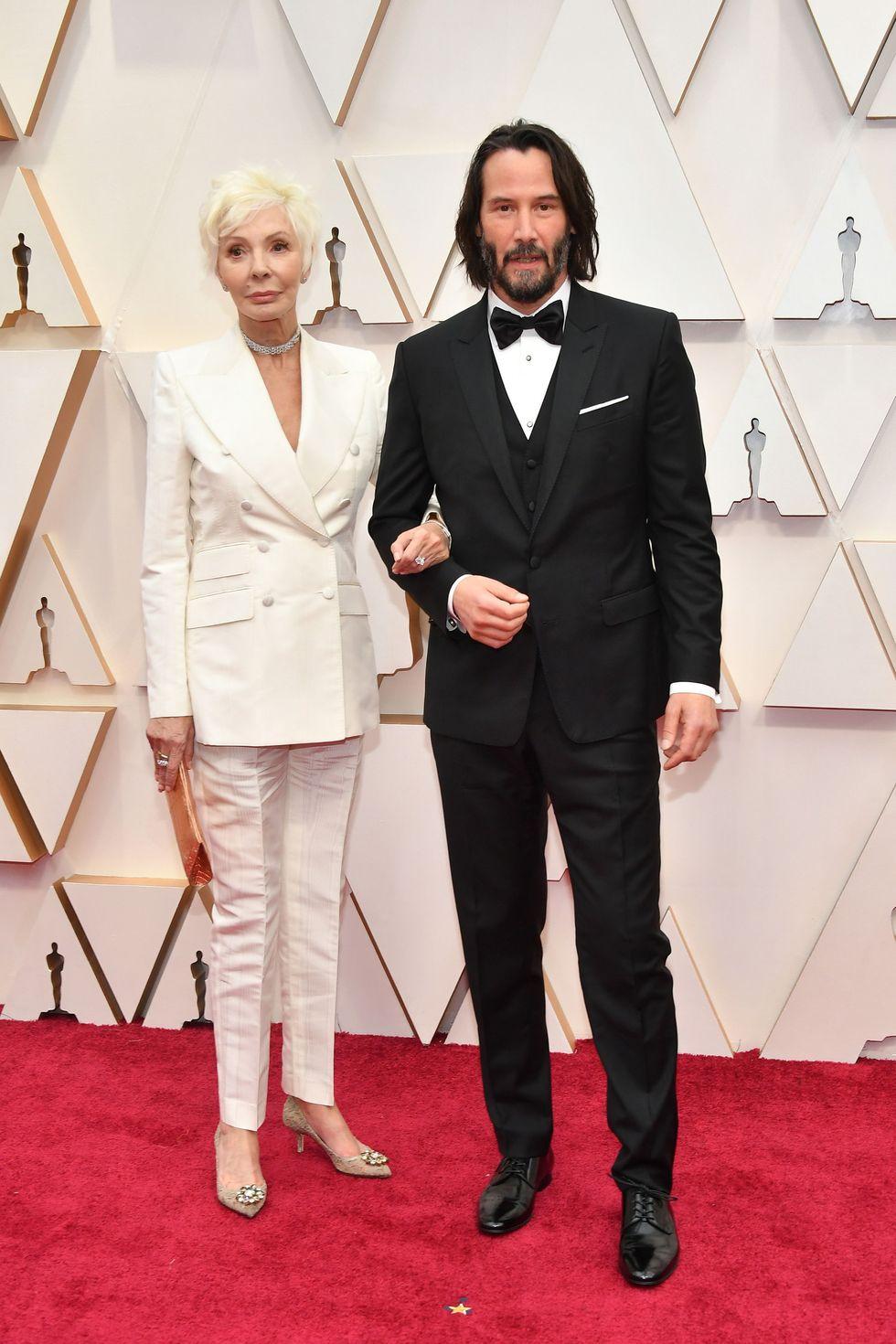 Keanu Reeves Dolce&Gabbana öltönyben, az anyukájával