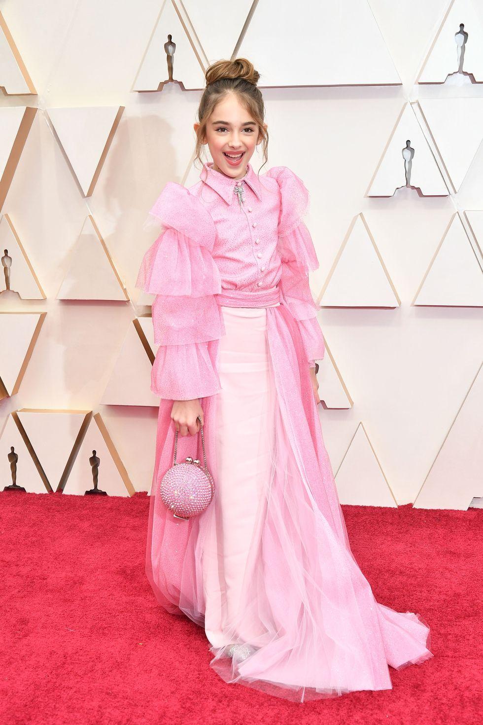 Julia Butters, a 10 éves színésznő Christian Sirianot viselt első Oscarján