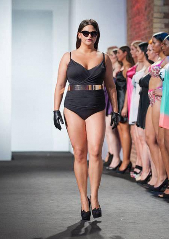 Farkas Évi a London Plus Size Fashion Weeken