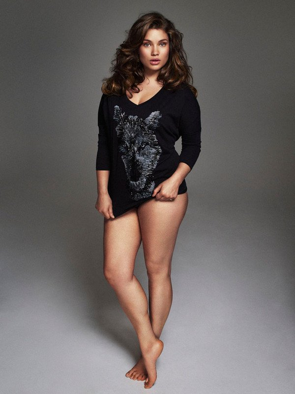 Az amerikai  fehérnemű modell, Tara Lynn a spanyol Vogue és a francia ELLE címlapján is szerepelt