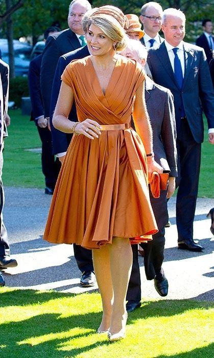 Maxima királyné gyakran hord narancs színt