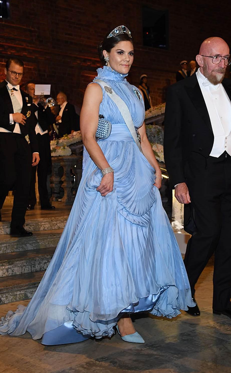Victoria svéd hercegnő egy Jennifer Blom estélyiben a 2017-es Nobel-díjátadón