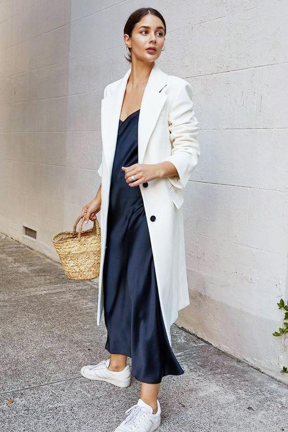Hűvösebb szellő: hosszú blézer, hosszú selyemszatén ruha!