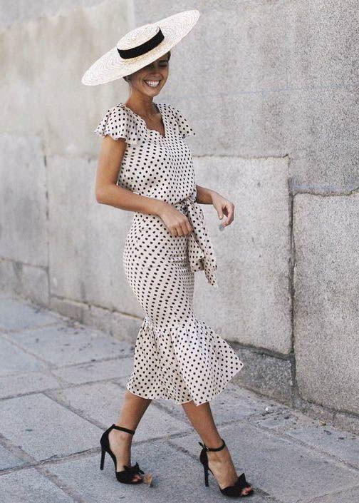 És a kalapok is szuperek - a kettő együtt klasszikus sikk! Vegyél is fel hozzá egy modern kistáskát vagy magassarkút, hogy ne legyen vintage a hatás, hacsak nem arra törekedsz.