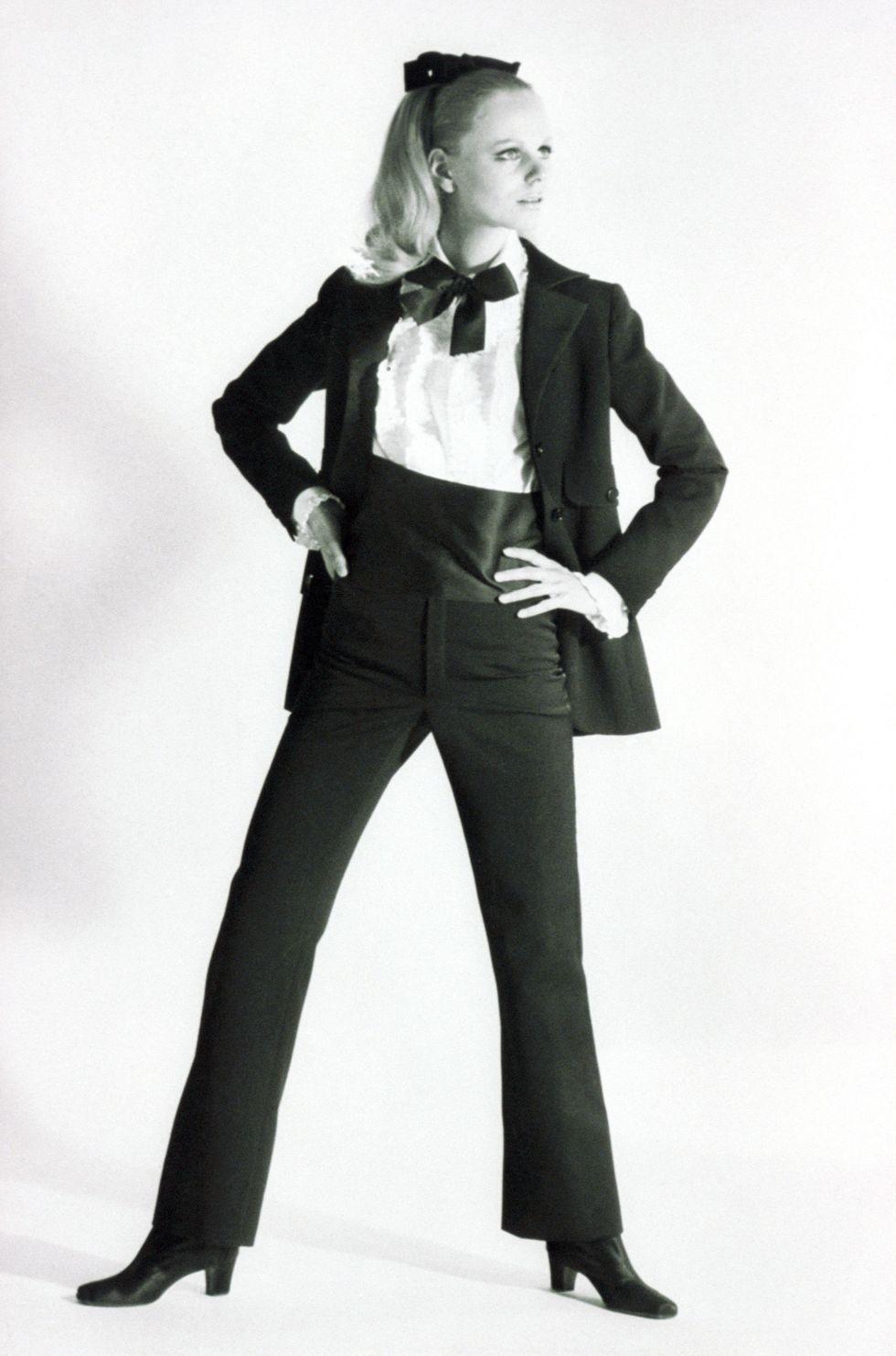 A menő Le Smoking Yves Saint Laurent-tól, 1966-ból - végre jöttek a nadrágok!