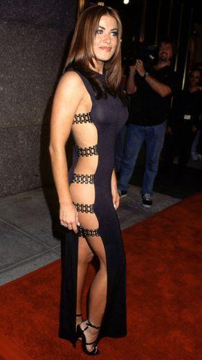 Carmen Electra Liz Hurley-t idéző ruhája