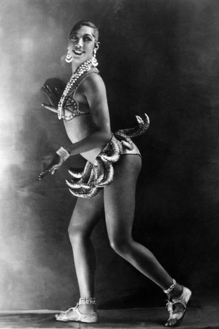 Josephine Baker banánszoknyája 1926-ból, a Folies Bergère varieté  színpadáról