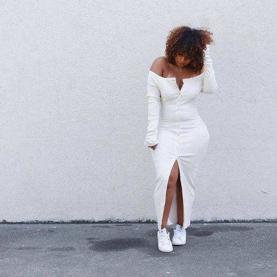Az idomokra simuló ruhás