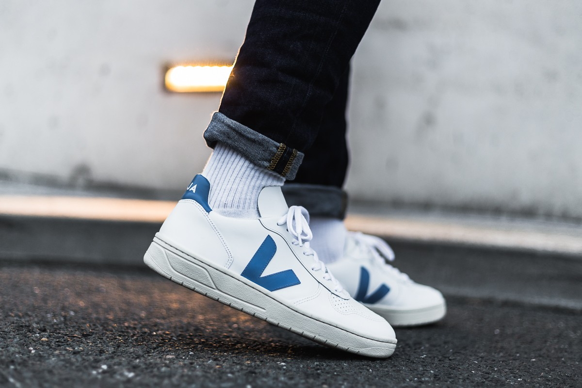 afew-store-sneaker-veja-v10-leather-extra-white-swedish-blue-white-315.jpg