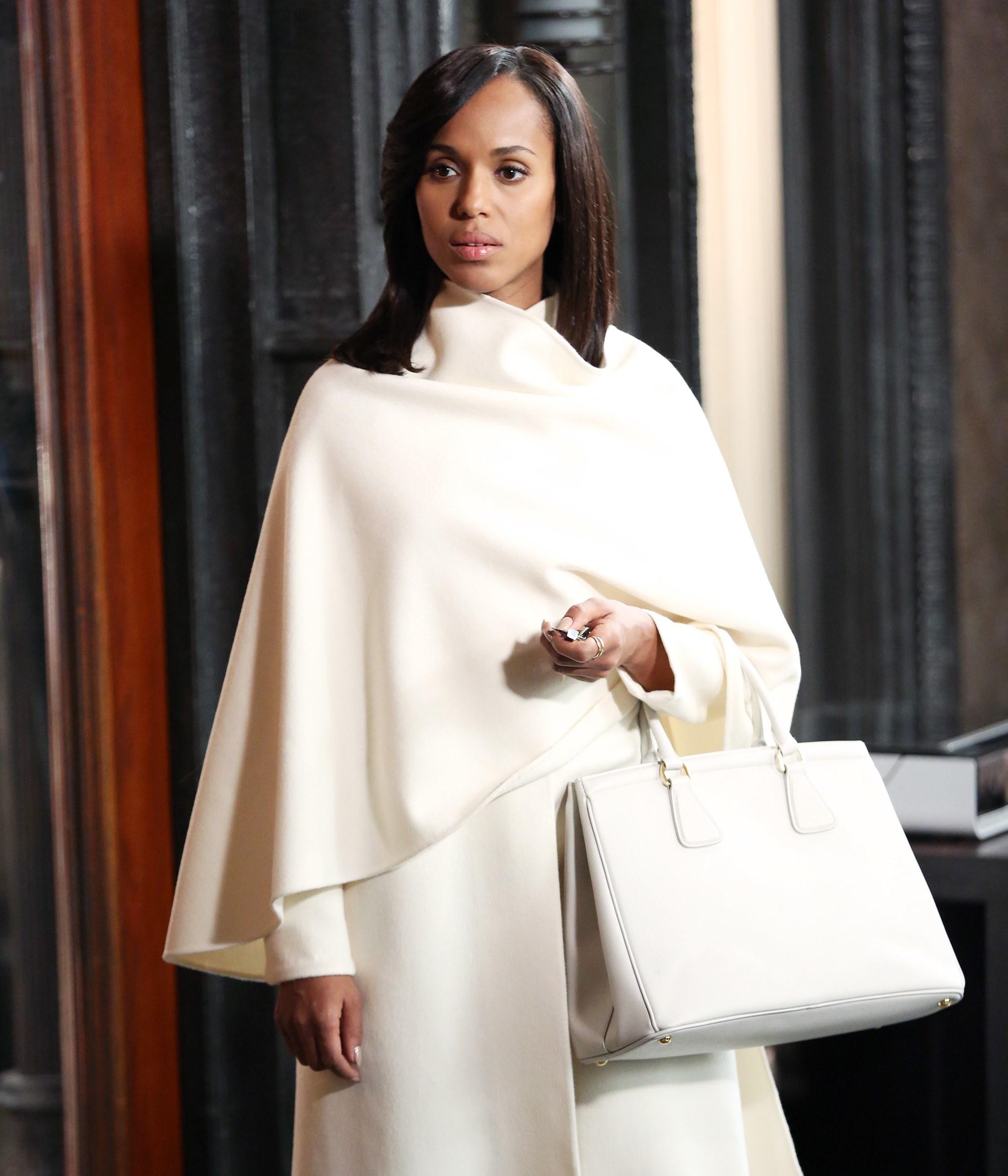 A Botrány Olivia Pope-ja gyakran hárított el krízishelyzeteket, de ruhásakat ritkán. Nézzétek ezt a kabátot!