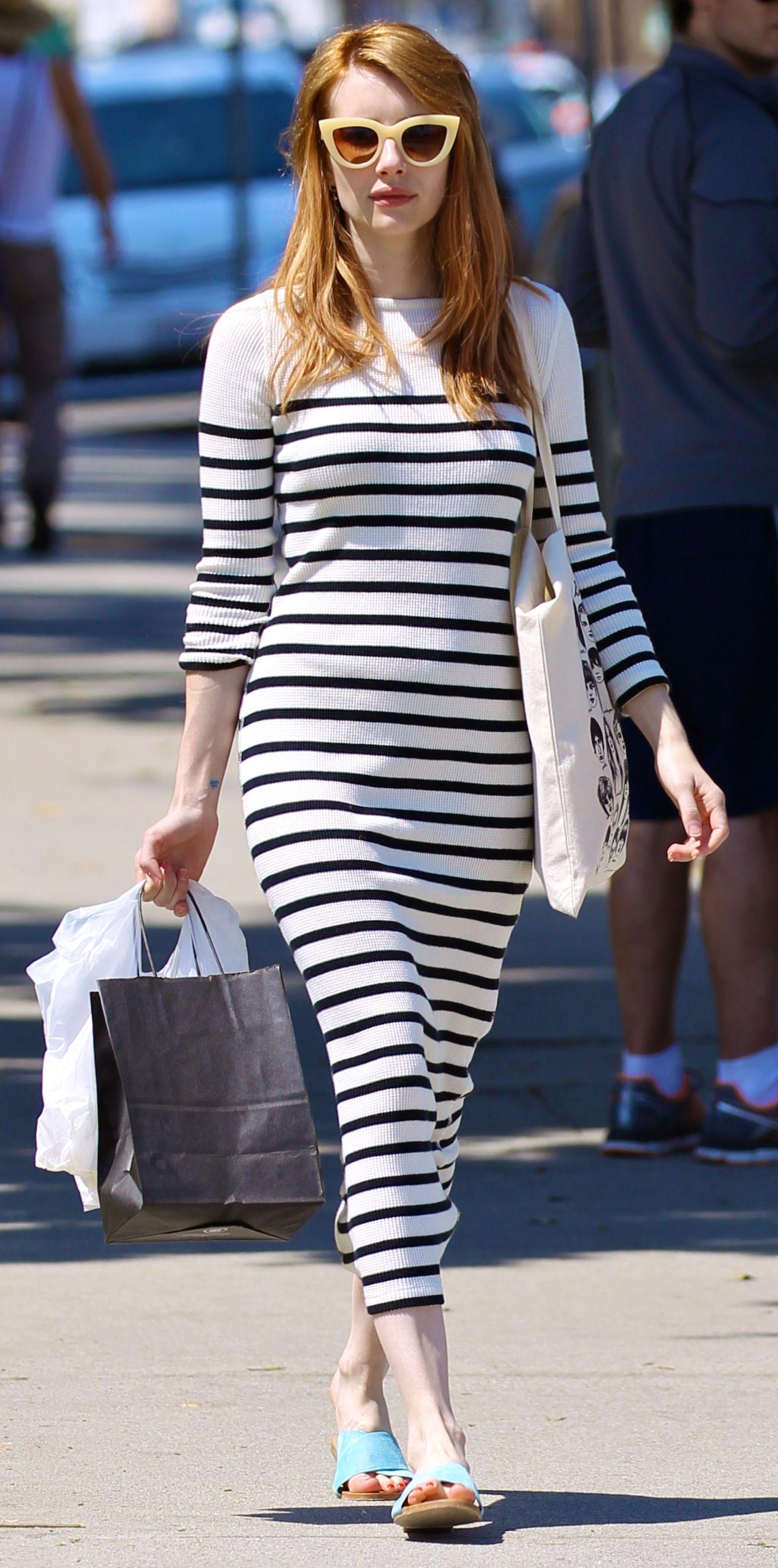 Emma Roberts a csíkos ruhákat is imádja