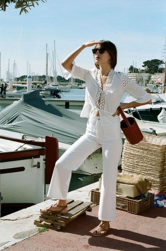 Ugyanez franciásan - fehér nadrág, áttört mintás blúz. Magnifique!