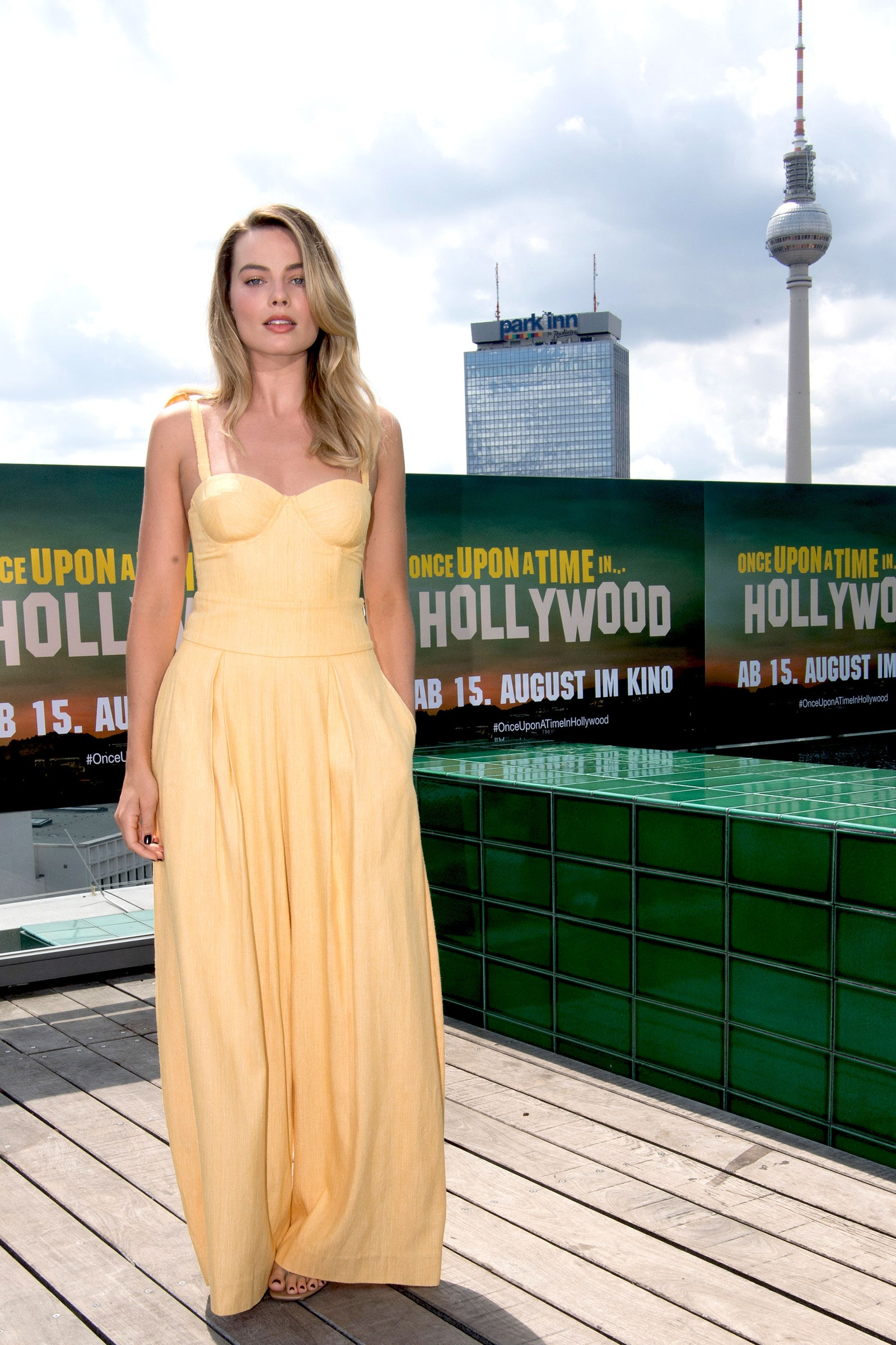 Margot Robbie (Rosie Assoulin) - Volt egyszer egy Hollywood premier, 2019