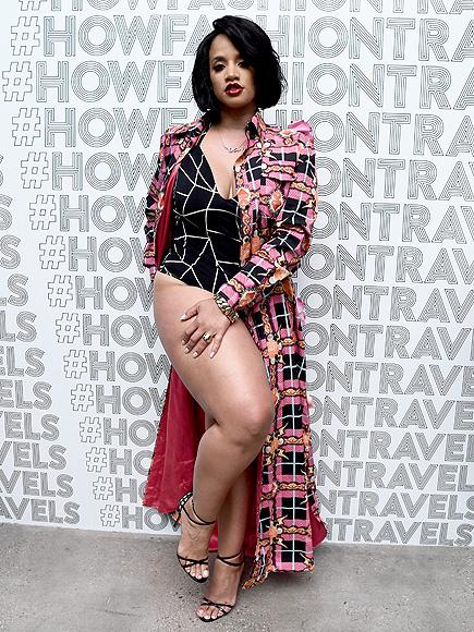 Dasha Polanco teltkarcsú alakja a New York-i divathét vörös szőnyegén