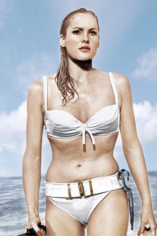 Ursula Andress felejthetetlen bikinis jelenete