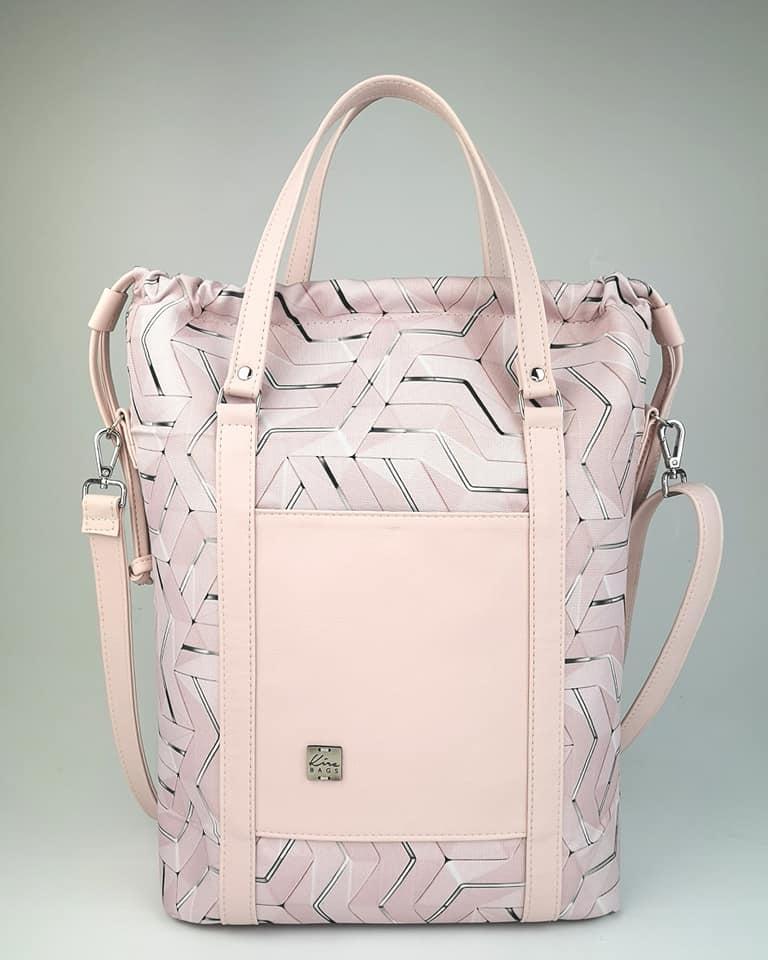 Szentiványi Kíra, a KÍRA BAGS termékek tervezője és készítője 4 éve alapította a márkát. Táskáik magas minőségű textilbőrből és vízlepergetős anyagból készülnek. Csinos!<br />@Kíra Bags<br />