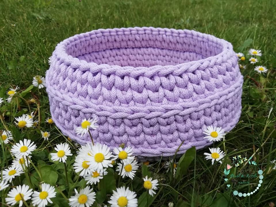 A Pearl & Little nature cuki, horgolt kosarakat készít, akár egyéni igény szerint is. A lila most slágerszín, ezt választottam tőlük!<br />@Pearlandlittlenature<br />