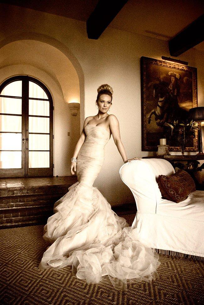 Hilary Duff színésznő Mike Comrie-val kötött házassága nem állta ki az idő próbáját, de a ruha még mindig csodás