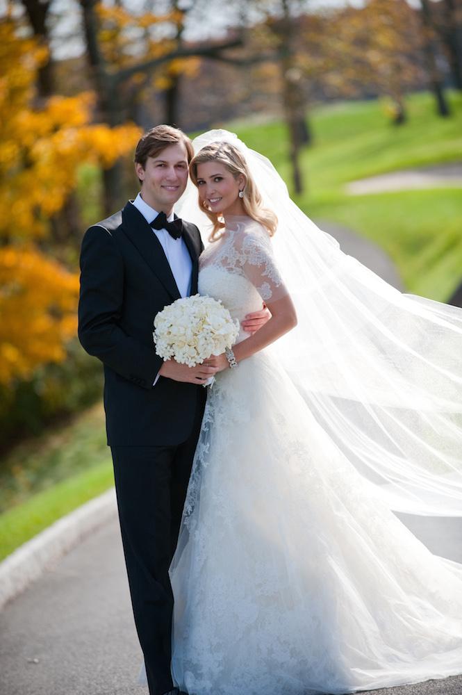 Ivanka Trump egy Grace Kelly által inspirált ruhában, és Jared Kushner üzletember 2009-ben