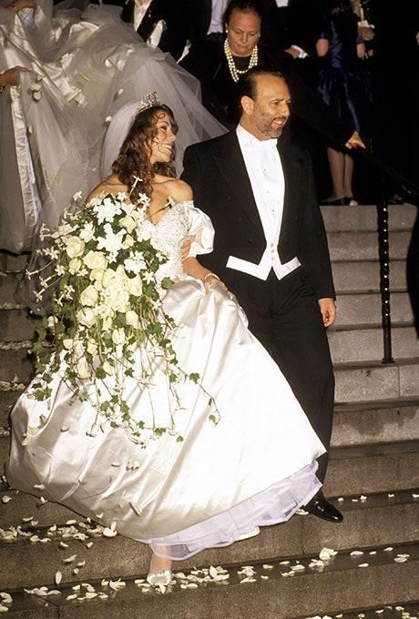 Mariah Carey, a 8 méteres uszálya, és a Sony Music vezetője, Tommy Mottola, 1993-ban