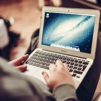 Milyen marketinggel adják el a laptopokat?