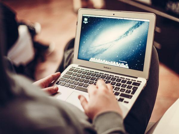 laptop eladas marketing