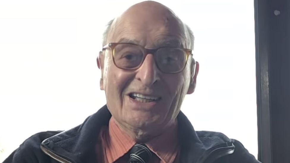 90 éves instagramozó kapta Angliában a nagycsütörtöki alamizsnát